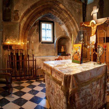 Ένας τάφος μέσα στο ιερό