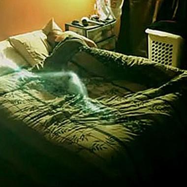 Στοιχειωμένη ανάσα σε άδειο κρεβάτι