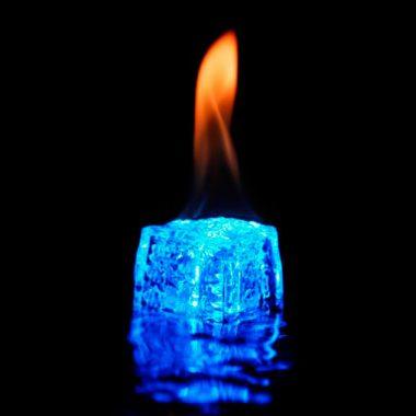 Μια φλόγα μέσ' τον παγετό